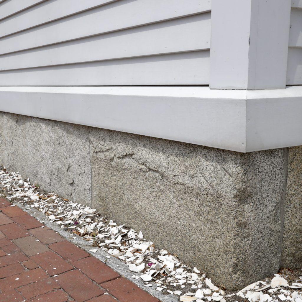 stone_curators-reclaimed_second_generation_granite_curbstone_full_bed_veneer