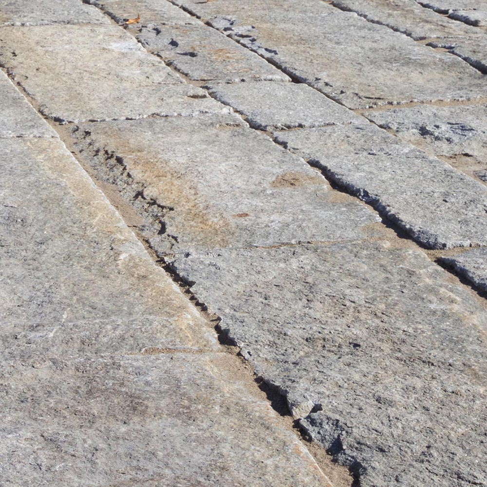 Reclaimed-first-generation-granite-curbstone-plank-pavers-1000x1000-1