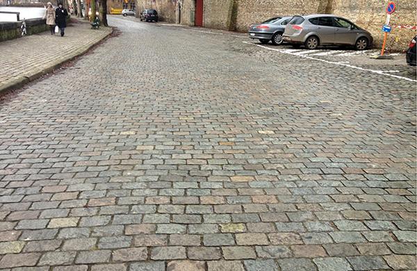 Porphyry-cobblestone-street-in-Belgium-Stone-Curators-600x390-1