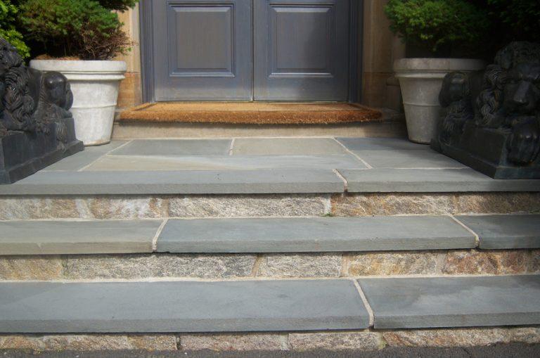 Stone-Curators_Bluestone-flamed-treads-and-landing-100_0767