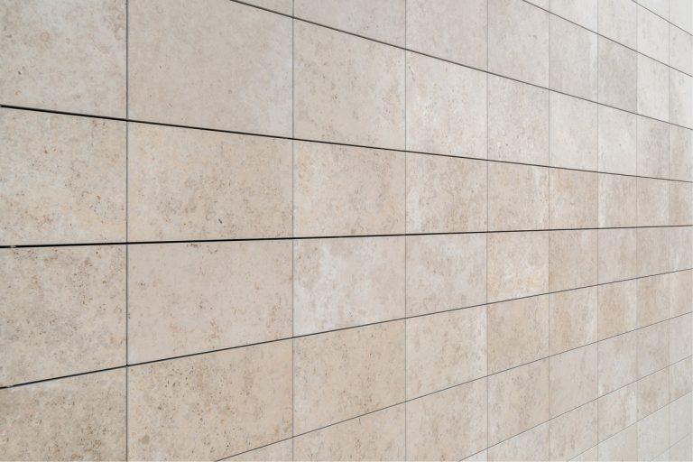 Stone-Curators_Honed-wall-veneer-closeup-Warschauer_Str._7_von_19_1