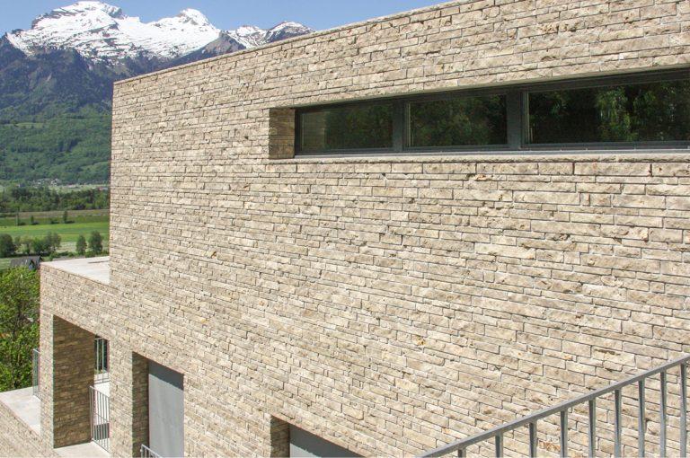 Stone-Curators_Split-faced-wall-veneer-application-Triesen-6