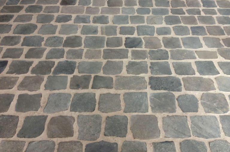 Stone-Curators_sawn-top_Belgian_porphyry-reclaimed-cobblestone-interior-floor-IMG_5578