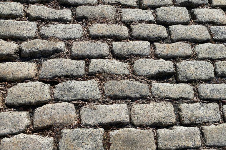 Stone-Curators_worn-surface-reclaimed-granite-cobblestones-IMG_0918_adjust