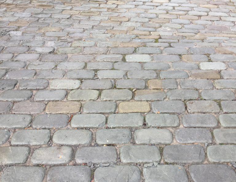 Stone-Curators-Bluestone-full-color-tumbled-cobblestone-driveway-IMG_5383
