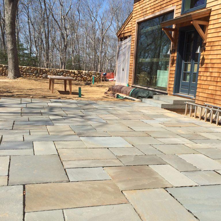 Stone-Curators-Bluestone-patio-with-universal-pattern
