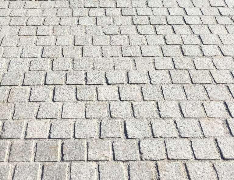 Stone-Curators-Arizona-gray-granite-pavers-closeup