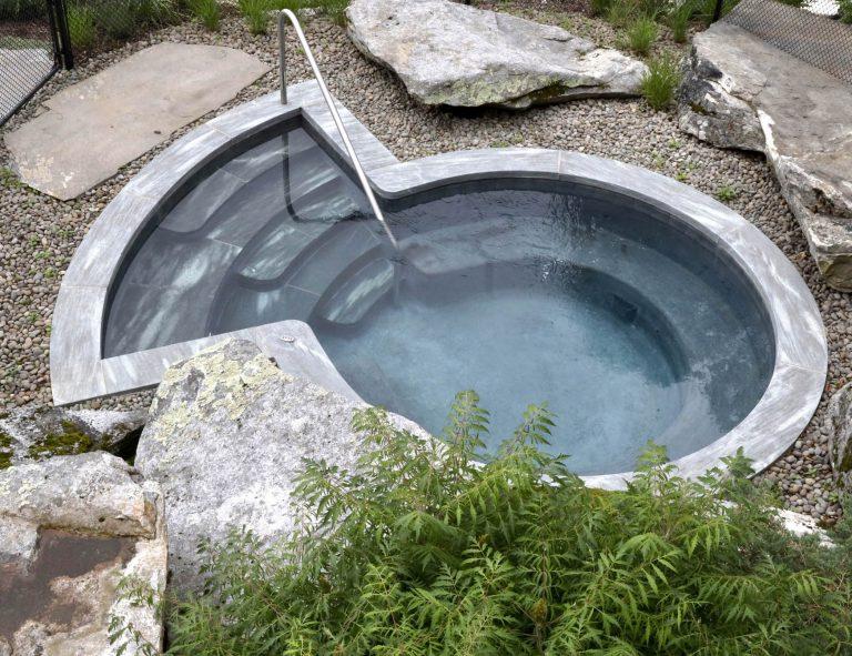 Stone-Curators-Mystic-Mountain-radius-pool-coping_MG_1099