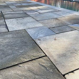 Stone-Curators-Reclaimed-natural-cleft-bluestone-with-flamed-pool-coping_IMG_8334