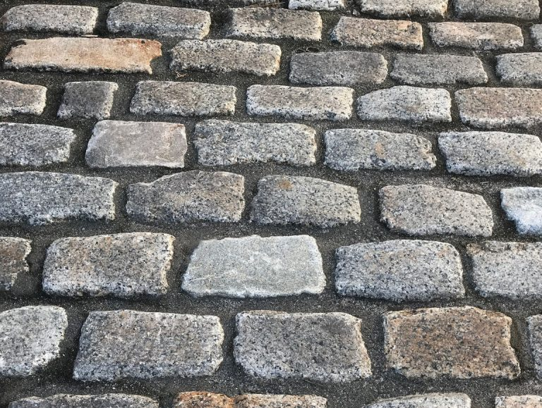 Stone-Curators-Reclaimed-New-England-Granite-Cobblestones@2x